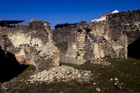 Scavi di Pompei, turista inglese ruba pezzi di mosaico