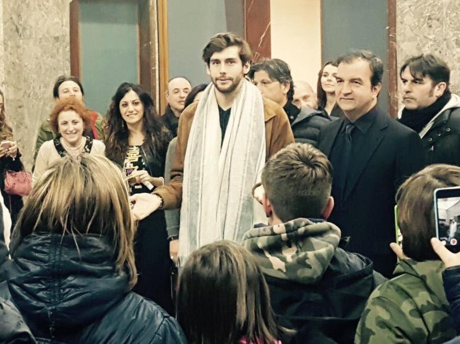 Alvaro Soler col sindaco Mario Occhiuto al Comune di Cosenza prima del concerto