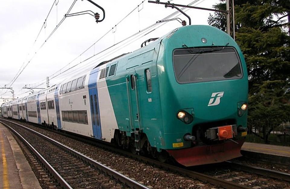 Urtato dal treno mentre raccoglie fichi d'india  Incidente vicino Reggio: l'uomo è rimasto ferito