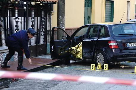 Caivano, 52enne ucciso a colpi di arma da fuoco mentre era in auto