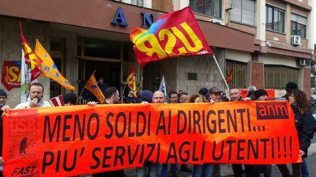 Anm, i lavoratori protestano davanti alla sede a Napoli