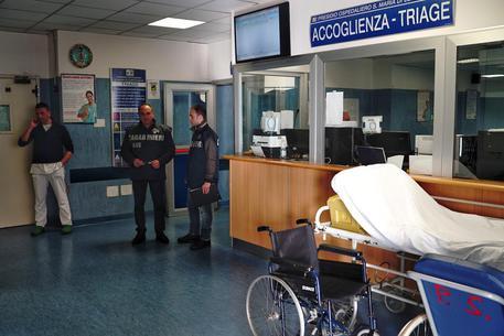 Ospedale Loreto Mare, sospesi cinque assenteisti