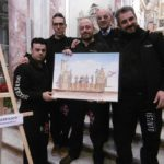 Andrea Sansone con il bozzetto del carro (foto da fb).jpg