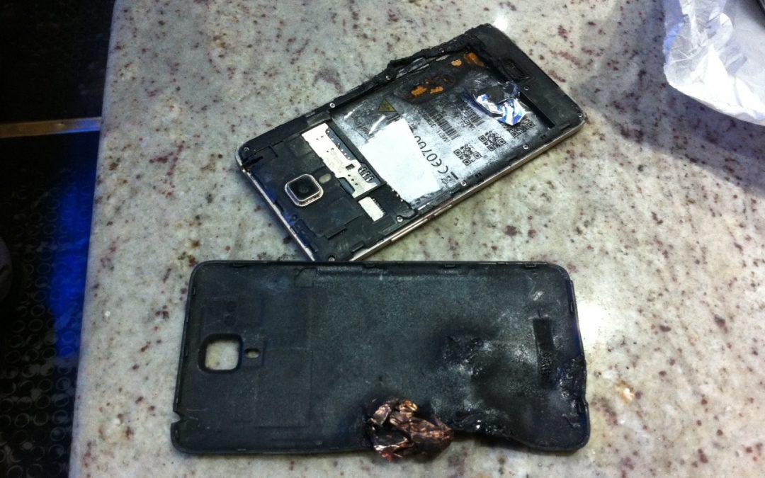 Esplode lo smartphone nella borsa di una ragazza, paura in un bar nel Cosentino