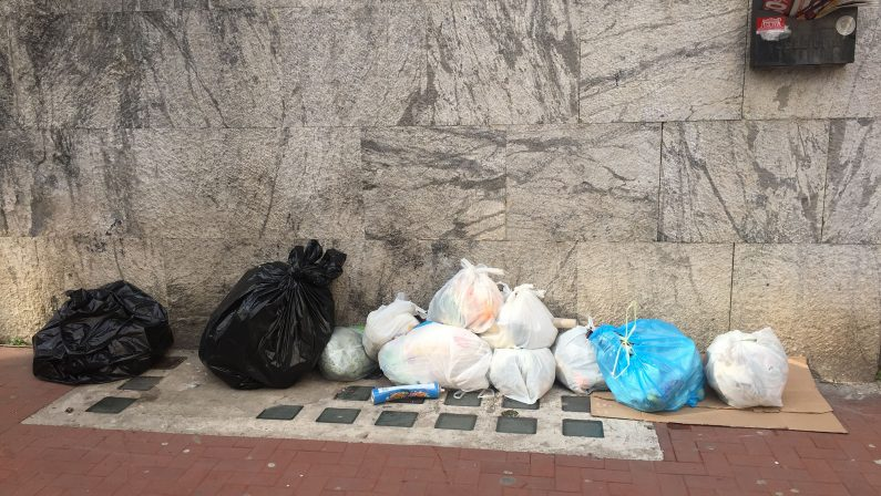 Rifiuti: è sempre più emergenza in Irpinia, si riduce la raccolta