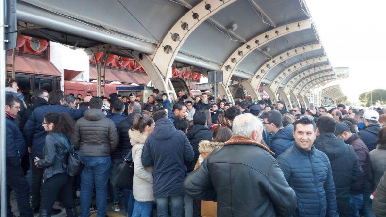 """FOTO – Sale la """"febbre"""" per la Juventus in Calabria  Mercoledì la gara a Crotone: migliaia di tifosi in festa"""