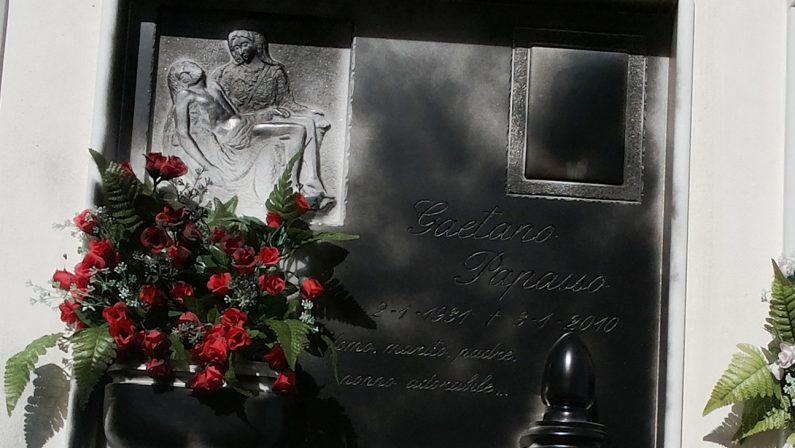 Intimidazione al sindaco di Cassano allo IonioImbrattata al cimitero la lapide del padre