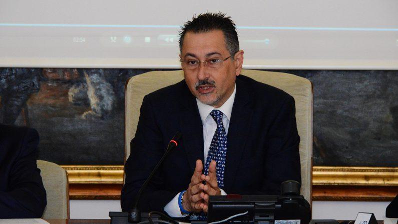 Pittella lascia i domiciliari ma resta sospeso dall'incarico