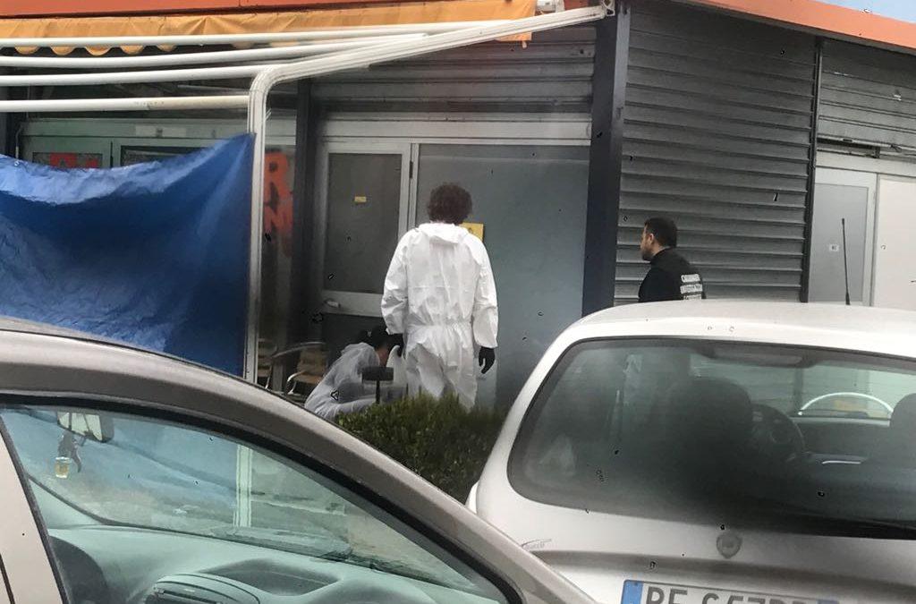 I rilievi dei carabinieri sul luogo dell'omicidio