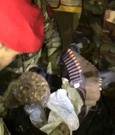 Fucili e munizioni ritrovati dai carabinieri in un terreno abbandonato nel Vibonese