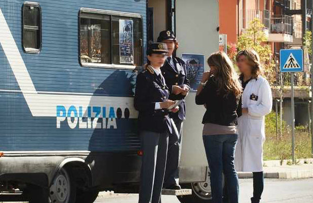 Reggio Calabria, campagna della polizia per contrastare la violenza sulle donne