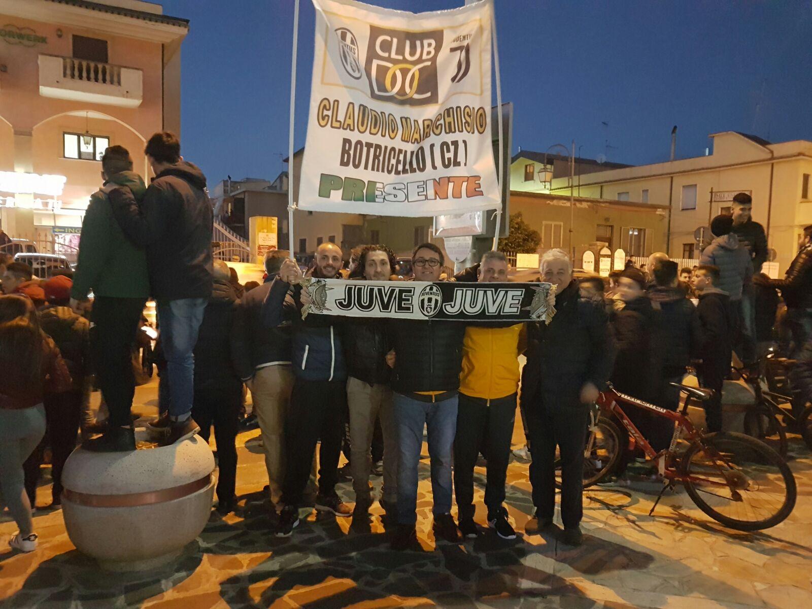"""Serie A, sale la """"febbre"""" per la Juve: tifosi in festa  per il ritorno in Calabria. Mercoledì sfida il Crotone"""