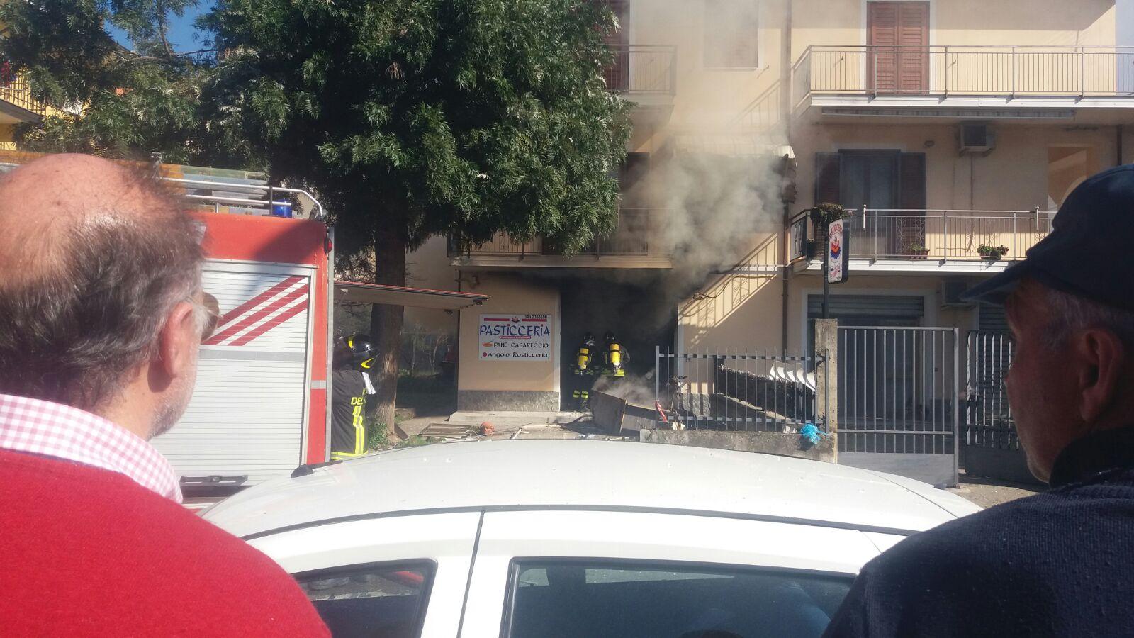 Esplode una bombola del gas in una pasticceriaCinque feriti nel Catanzarese, uno in gravi condizioni