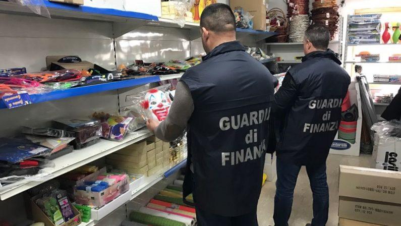Maxi sequestro di prodotti per Carnevale pericolosiDue milioni e mezzo di pezzia Cosenza, 10 denunce