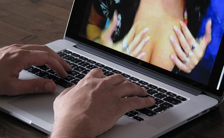 Fidanzati minacciano utenti di un sito a luci rosseArrestati per estorsione in Lombardia, lui è calabrese