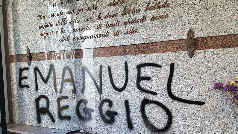 Loculi distrutti e minacce nella cappella di famiglia dell'ex sindaco di Nicotera