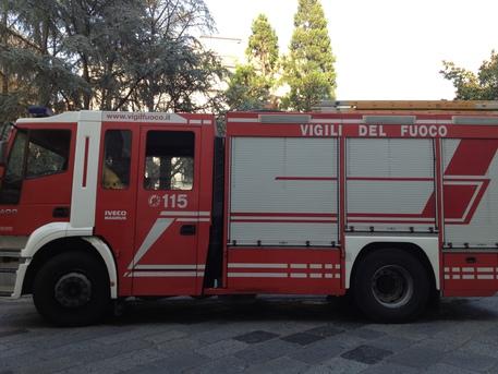 Paura a Napoli, un'incendio in un pubdivampa nel quartiere Vomero