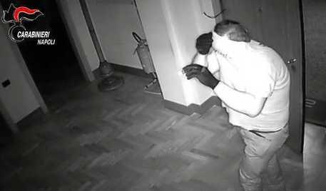 Furti in appartamenti, sgominata banda nel napoletano