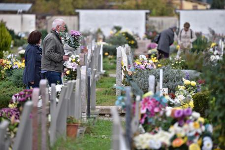 Ladri seriali in azione in cimitero nel salernitano
