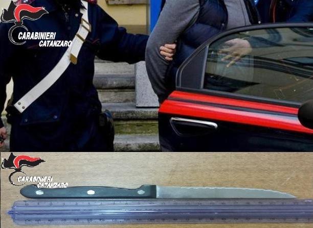 Catanzaro, minaccia la compagna con un coltello alla golaLa donna salvata dai carabinieri chiamati dalla figlia minore