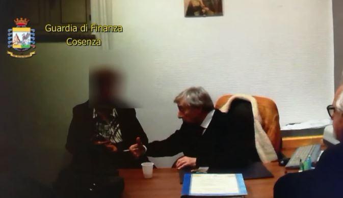 Arrestato un falso funzionario europeo a Cosenza  Prometteva finanziamenti in cambio di denaro