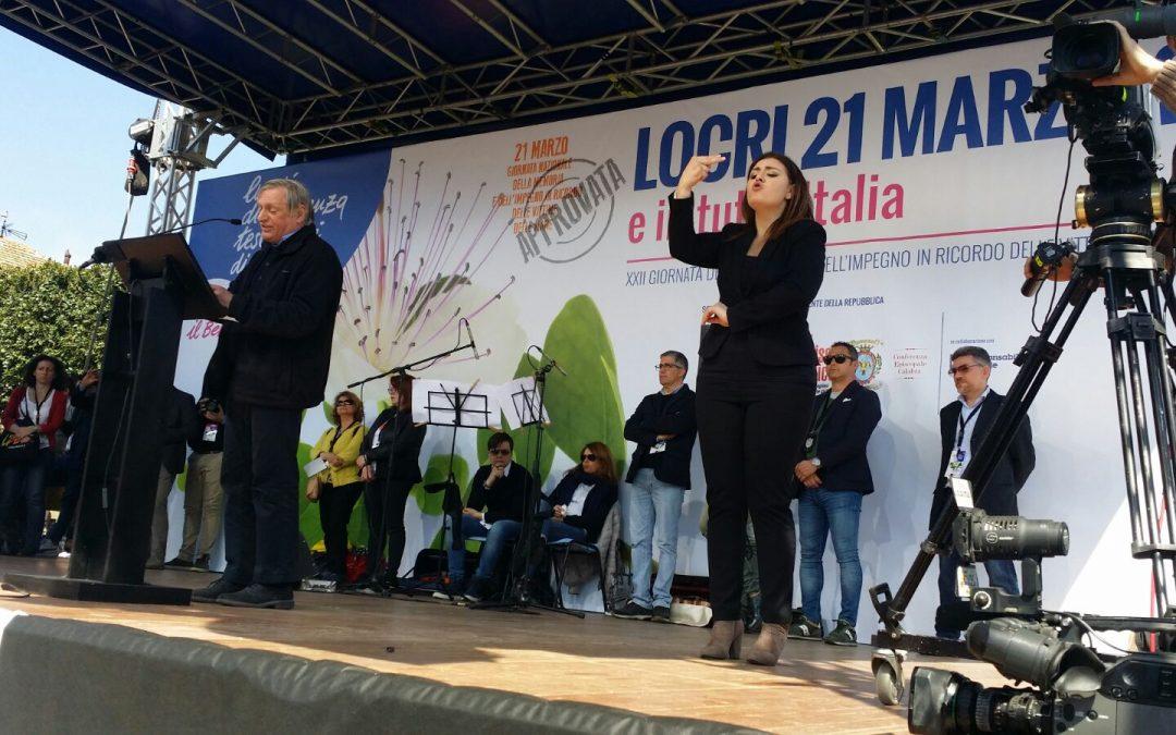 VIDEO – L'abbraccio di Locri alle vittime di mafia Don Ciotti: «Siamo qui perché amiamo la vita»