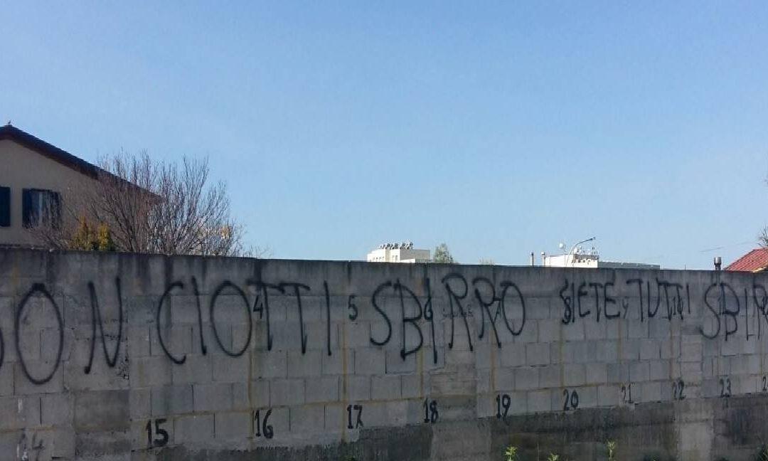 Una delle frasi contro don Ciotti apparse a Locri