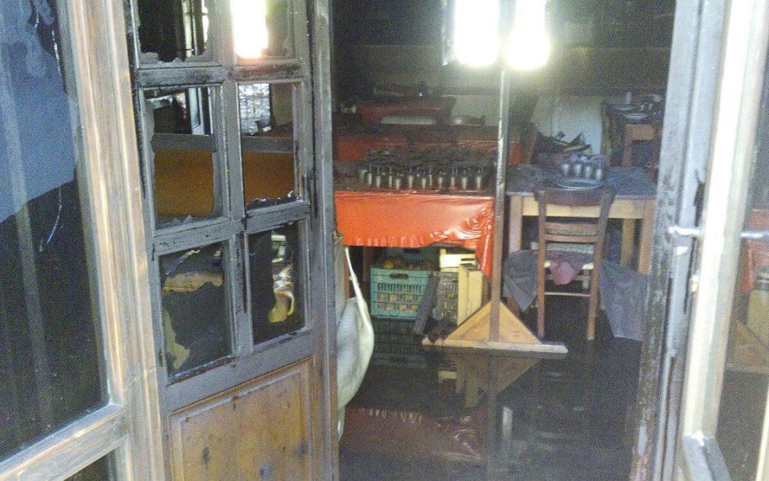 FOTO – Incendio a Squillace Lido, distrutto ristorante  La cena di Afrodite divorata dalle fiamme