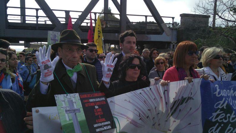 VIDEO - In migliaia al corteo di Libera a LocriLa festa per la legalità con don Luigi Ciotti