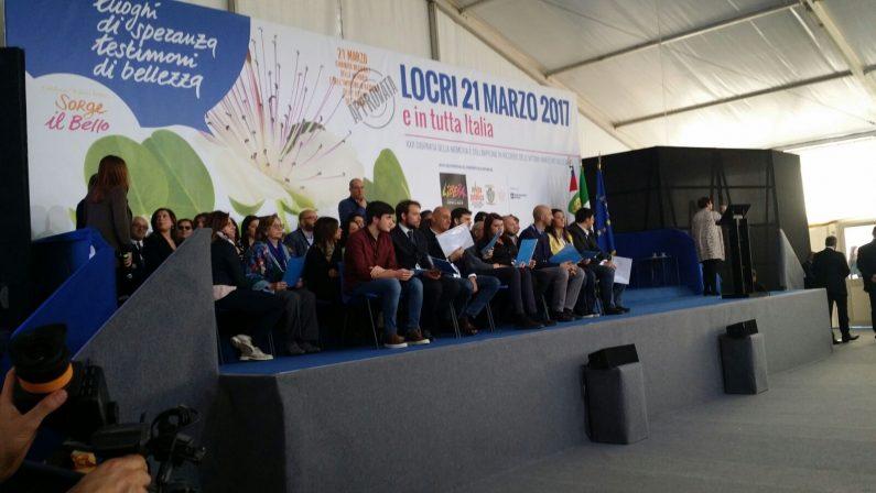 FOTO - L'abbraccio di Mattarella alle vittime di mafiaA Locri la manifestazione promossa da Libera