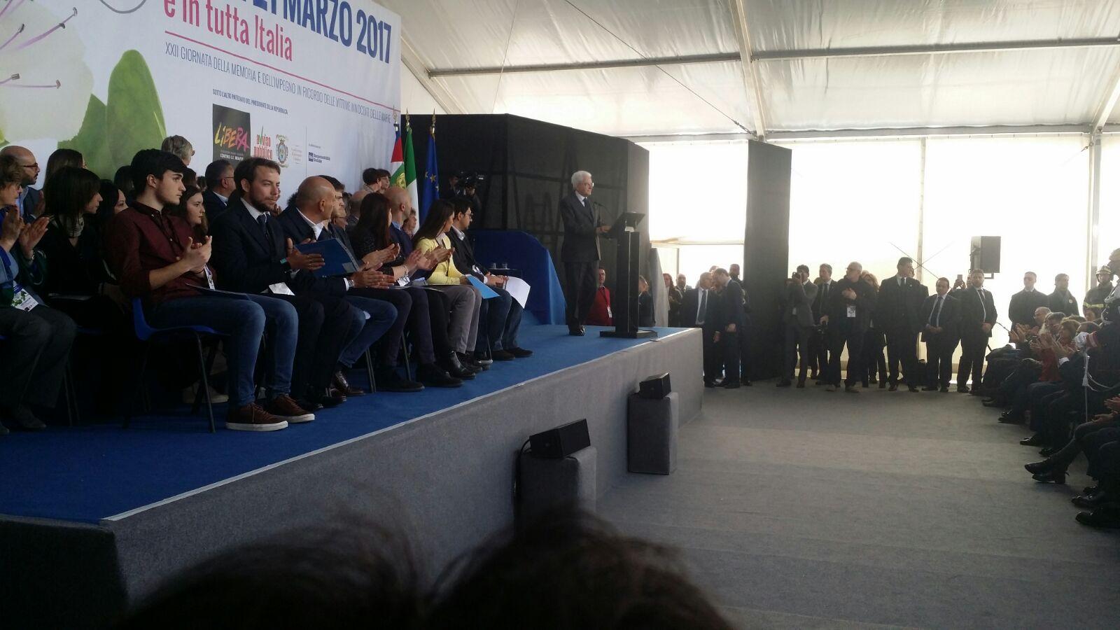 L'emozione immensa per il giorno della memoria   A Locri l'abbraccio di Mattarella alle vittime di mafia