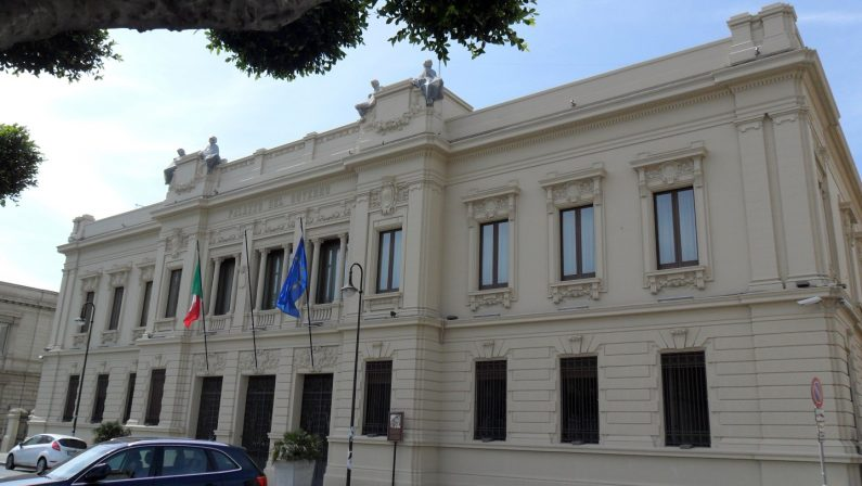 'Ndrangheta, sgomberati due edifici nel RegginoErano occupati abusivamente dopo la confisca