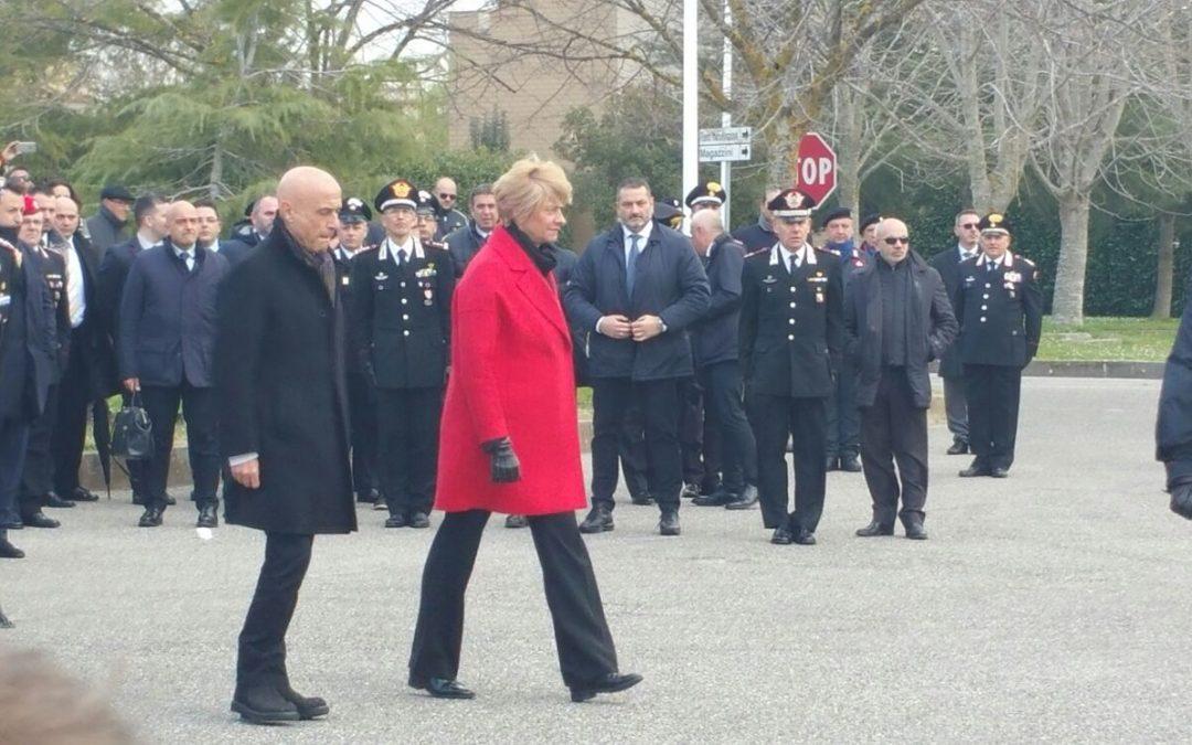Il ministro Minniti e il ministro Pinotti passano in rassegna il battaglione