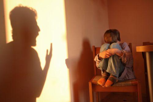 Sesso e minori a Bisignano, il gip: «I bambini si prostituivano e tutti sapevano». Il sindaco: «Si vergogni»