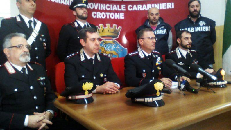 Donna uccisa a Cirò Marina, svolta nelle indagini  In caserma il presunto omicida. Folla in strada