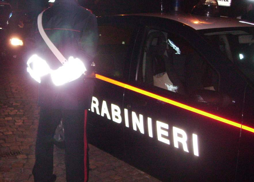 Rapinatori di farmaci in azione di notte a Potenza: minacce con pistola e fuga sul furgone, arrestati a Nocera
