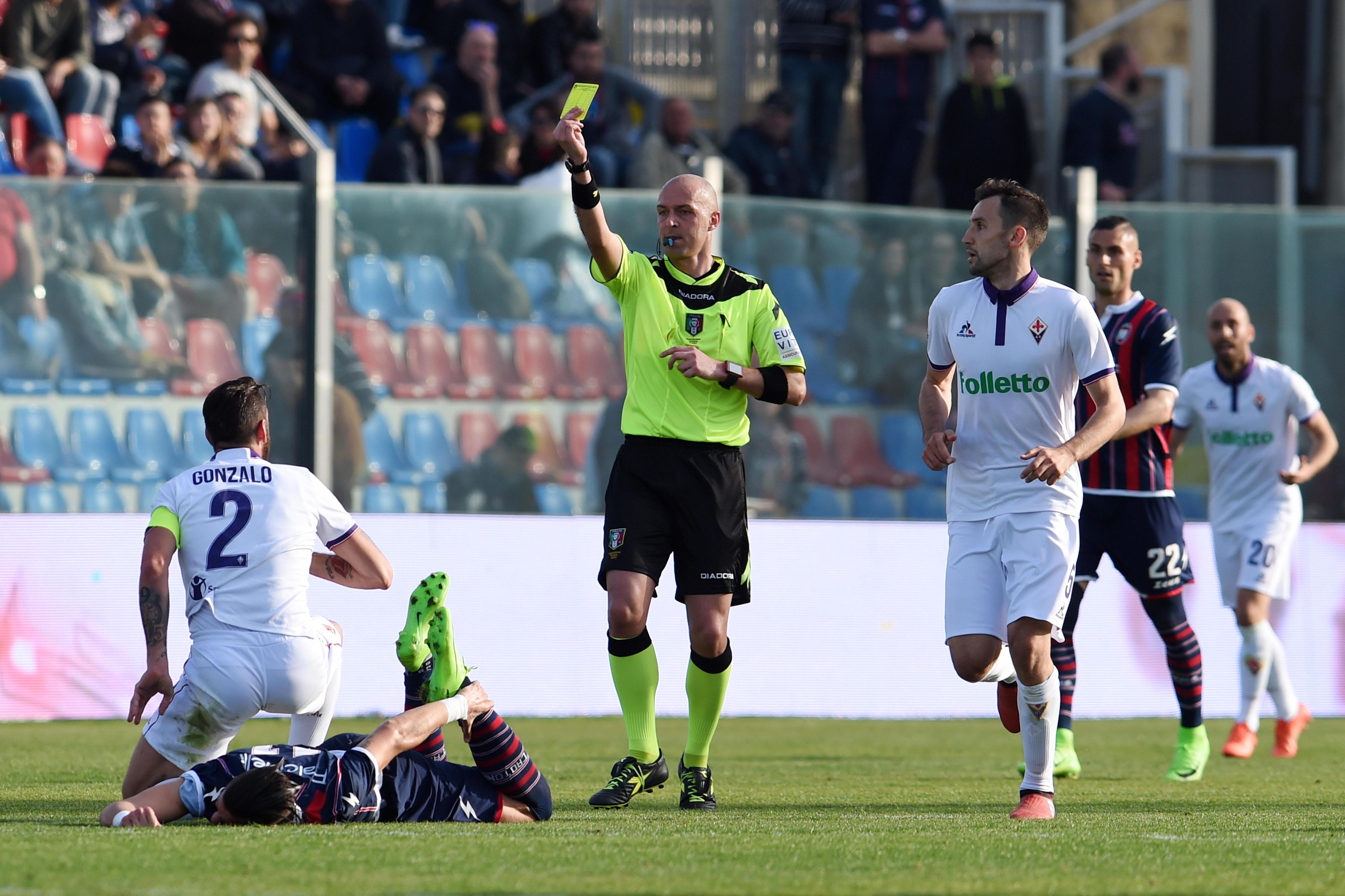 Crotone-Fiorentina, arrestato tifoso di CatanzaroE Vrenna attacca la classe arbitrale per un rigore