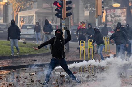 Napoli, disordini nel giorno di Salvini: tre arresti e tre denunce