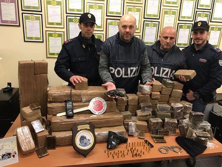 Ancora un'operazione anti droga nel napoletano: un arresto e 120 Kg di sostanze stupefacenti sequestrate