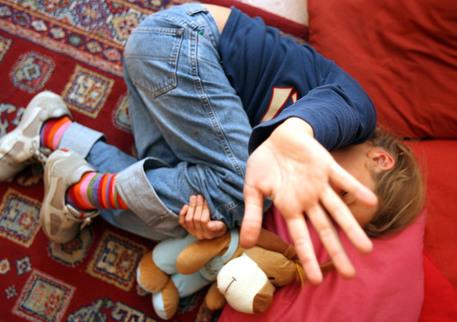 Giugliano, 13enne violentato da undici minorenni