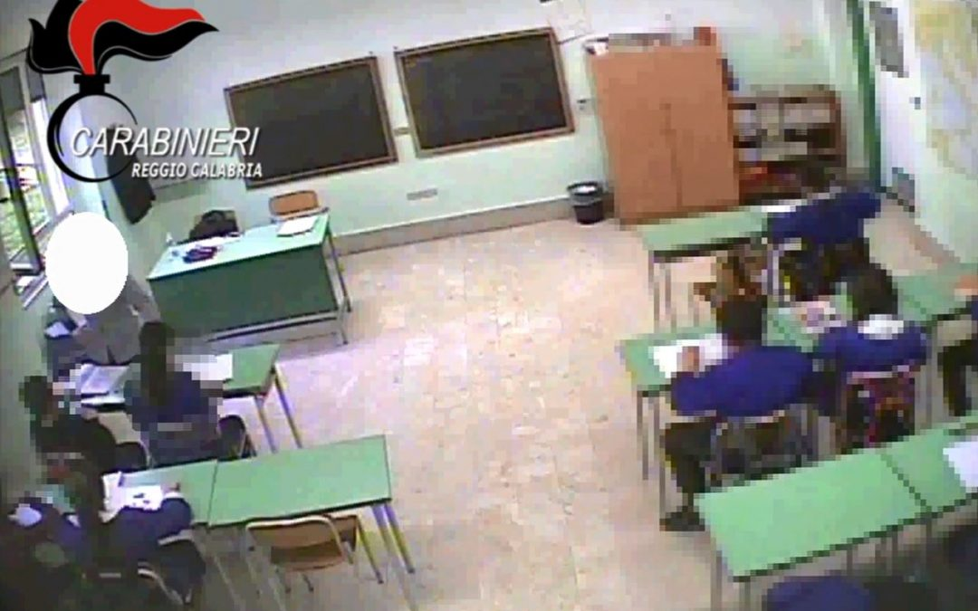 VIDEO – Violenze su bambini di quinta elementare, fermate due insegnanti in provincia di Reggio Calabria