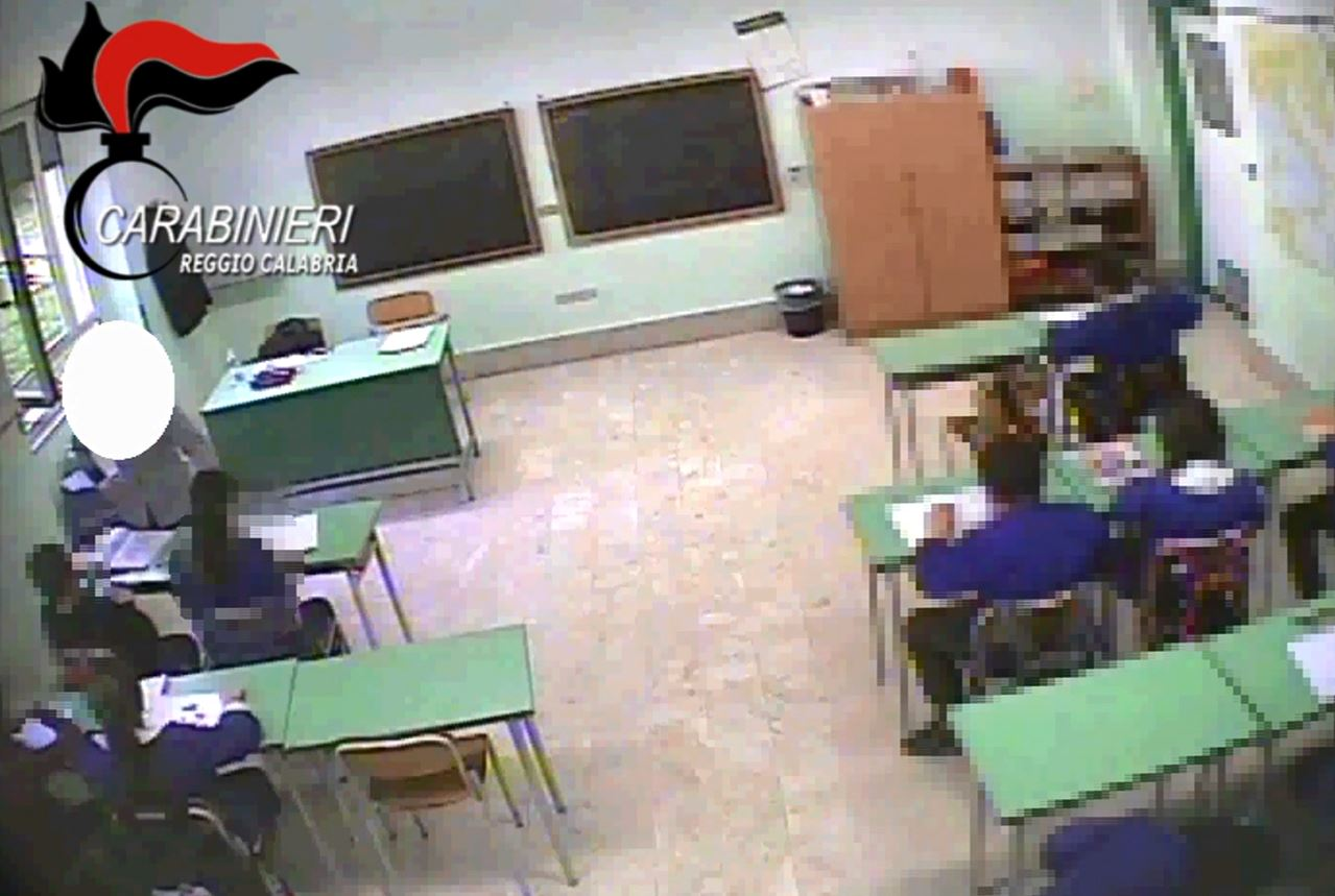 VIDEO - Violenze su bambini di quinta elementare, fermate due insegnanti in provincia di Reggio Calabria