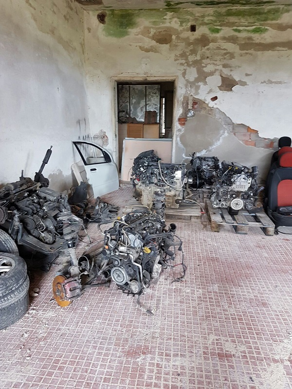 Scoperto nel Cosentino un deposito abusivo con parti di automobili rubate, una denuncia