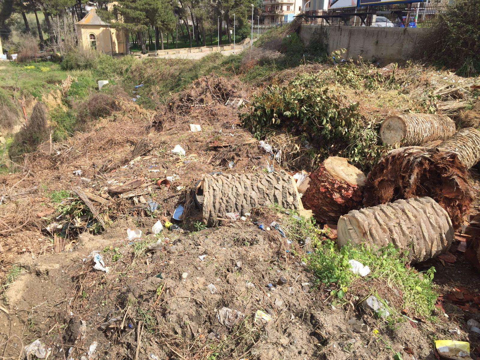 """FOTO – Sequestrata una discarica abusiva in località """"Madonella"""" a Vibo Valentia"""