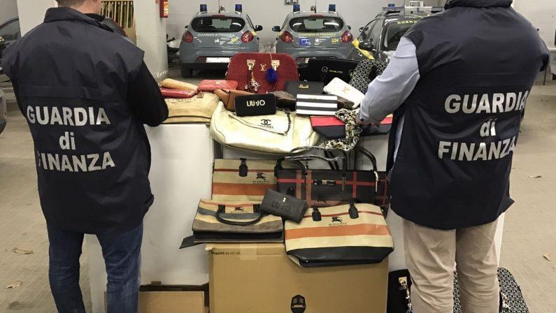 FOTO - Cinquemila beni contraffatti sequestrati dalla Guardia di Finanza a Cosenza al termine della fiera di San Giuseppe