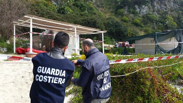 Costruivano abusivamente su un'area sottoposta a vincolo, Guardia costiera in azione a Ricadi