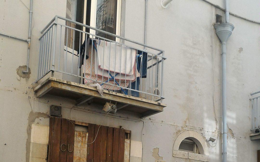 L'appartamento in via Pretoria in cui si è consumata l'aggressione (foto A. Mattiacci)