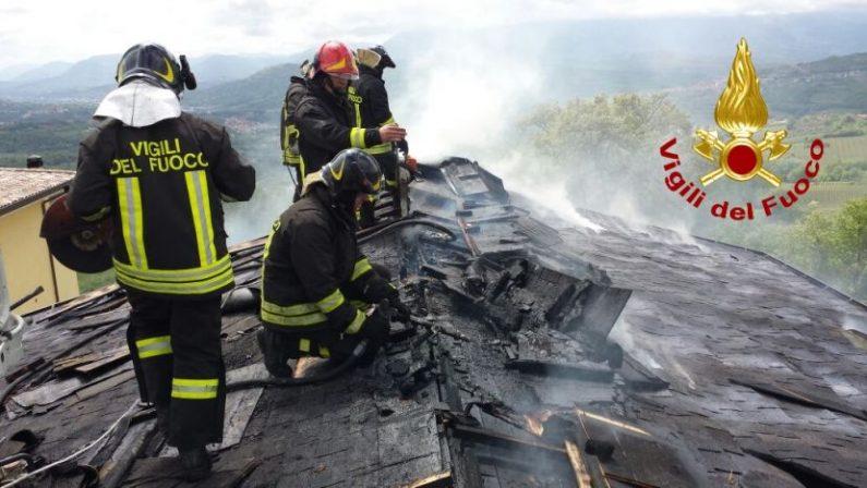 Paura a Montemiletto: a fuoco un'intera palazzina
