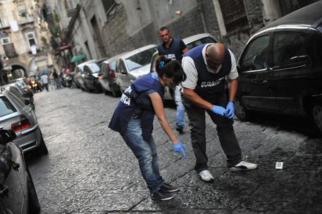 Giovane di 29 anni ferito a colpi di pistola a Napoli