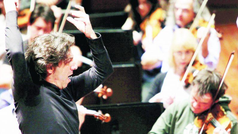 VIDEO- Antonio Puccio dirige lo Stabat Mater di Pergolesi con L'Arco Magico Chamber Orchestra